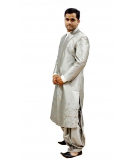 AUM DESIGN SILVER PATHANI STYLE SHERWANI WITH A TRADITIONAL SIHOETTE & SALWAR